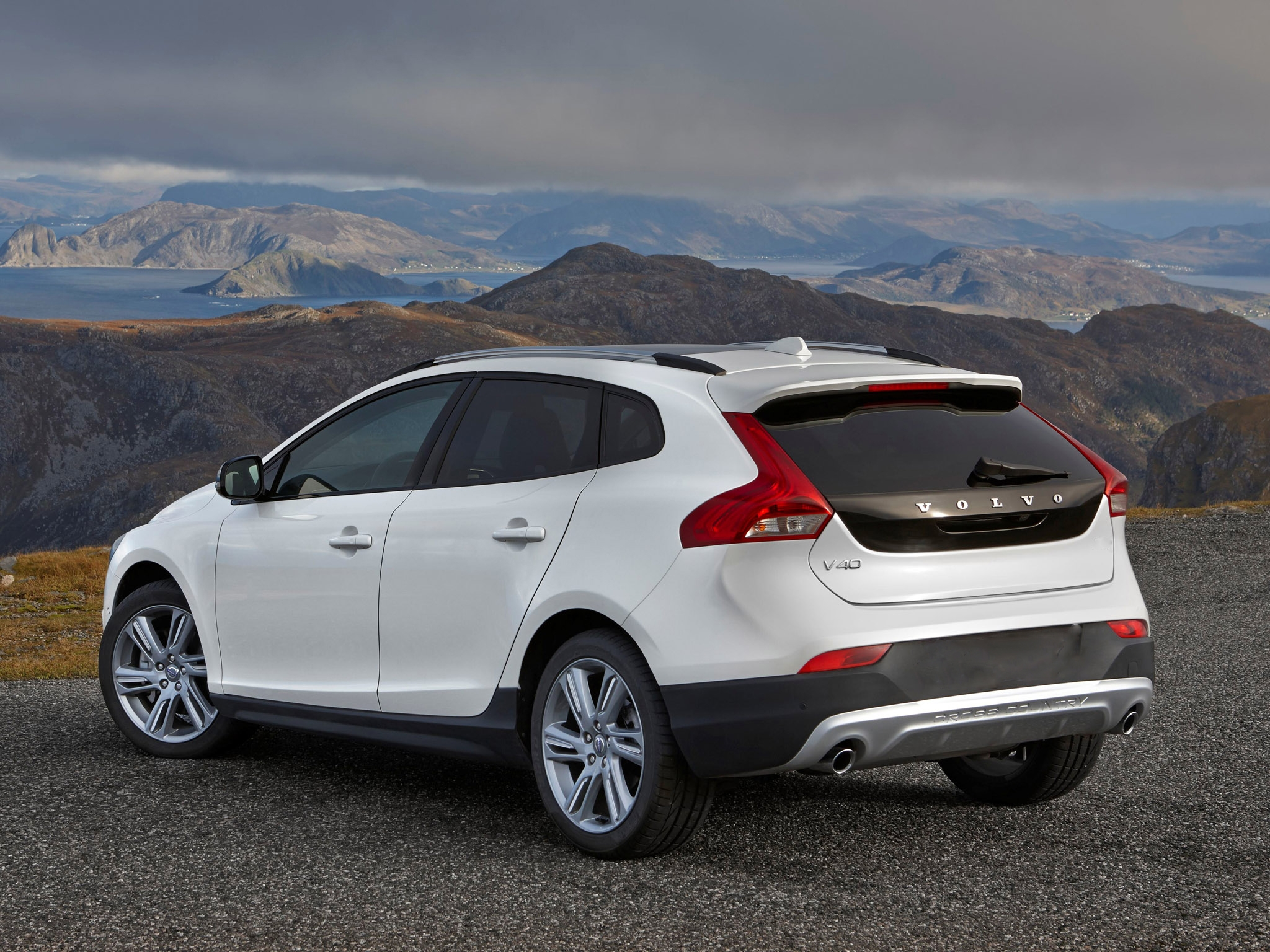 volvo v40 cross country leasen. Black Bedroom Furniture Sets. Home Design Ideas